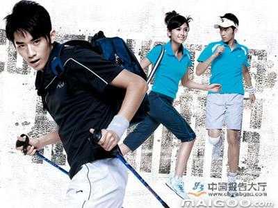 运动服及各种运动相关用品,包括运动包,运动帽,专业用球,专业球拍