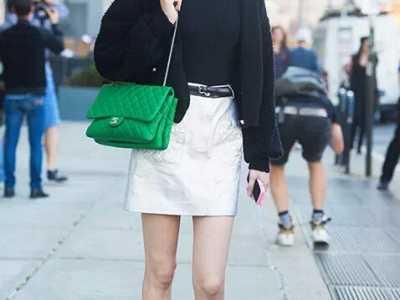 亮色的包怎么搭配衣服? 亮色包包最惹眼
