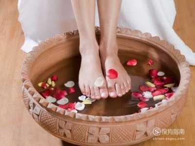 女人天天泡脚有啥好处 女人天天泡脚有什么好处
