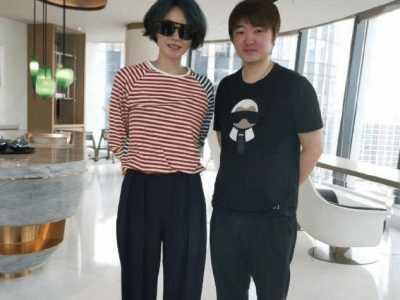 李嫣然照片 49岁王菲素颜近照染绿发个性十足