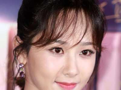 杨紫穿三点式的照片 如今已经成为了漂亮姑娘