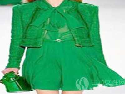 包包颜色和衣服搭配 绿色包包与衣服颜色搭配