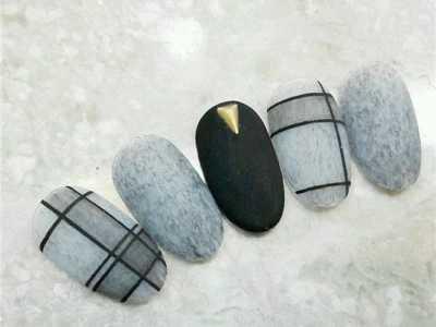灰色条格子美甲图片 秋冬最百搭的灰色美甲