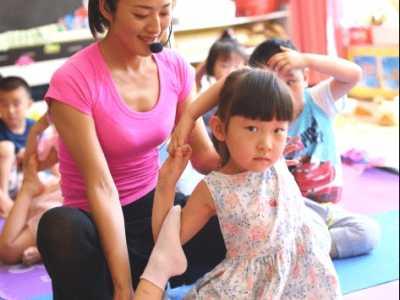 孩子瑜珈课好处 儿童瑜伽课堂上如何迅速抓住孩子的注意力