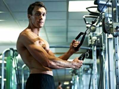 健身动作的选择 锻炼不同肌肉群如何正确选择健身器材