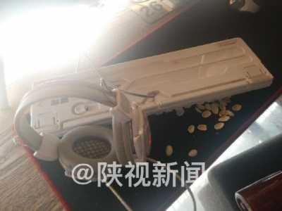 北京网吧被砸 打砸者带口罩全程一言不发